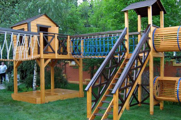Детские площадки в садике из дерева